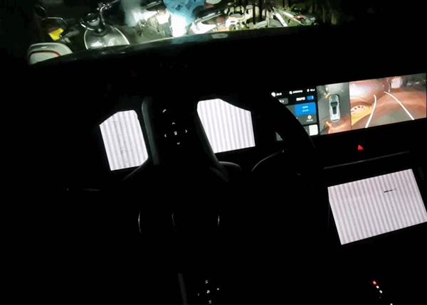 理想ONE车机屏幕无限卡死循环!车主:不敢让客户、孩子坐