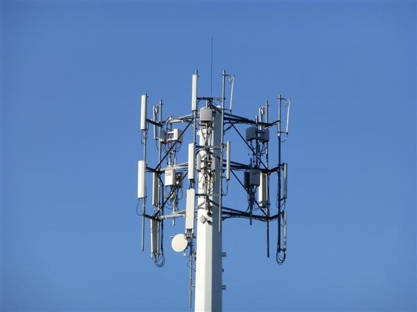 日赚1亿 中国电信上半年利润175-178亿元:同比大涨26%
