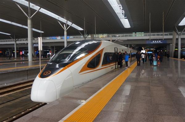 北京网友馋河南胡辣汤 叫跑腿小哥坐高铁送餐 一单2000元