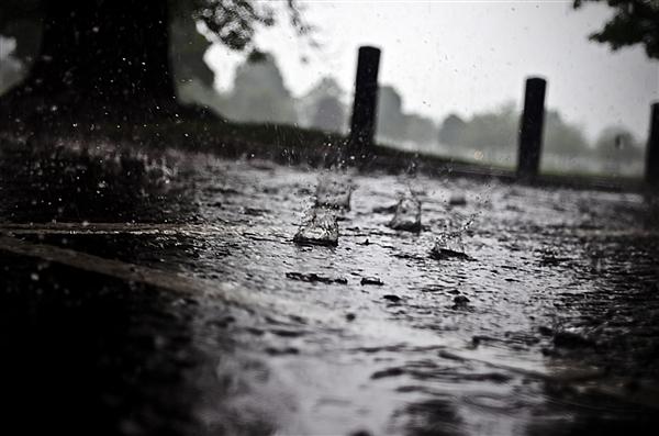 河南新乡暴雨:两小时降雨量已超郑州