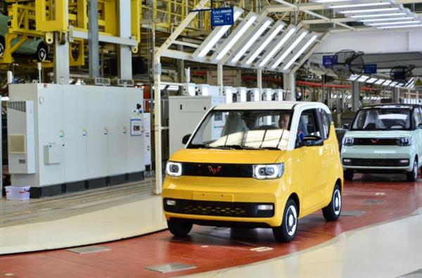 上汽通用五菱1-6月销量暴涨40%!宏光MINI EV两度问鼎全球第一