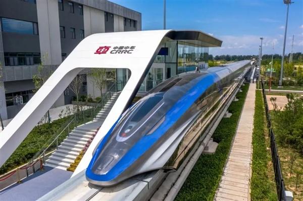 京东方智慧视窗上车!全球首列时速600公里高速磁悬浮列车搭载