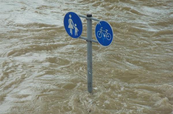 印度暴雨致近200人遇难:数百座村落停水停电、部分地区被淹没