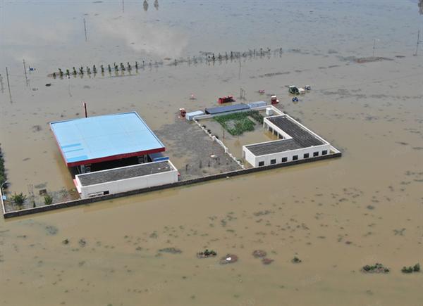 河南水灾加油站被淹 油还能用吗?中石油:油品含水 无法使用