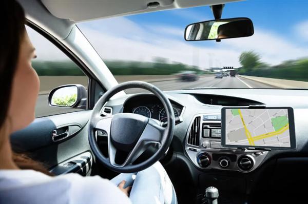 自动驾驶汽车出事故谁担责?美国保险公司吵翻了
