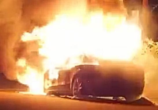 美国加州一辆特斯拉Model S起火爆炸!响声震天