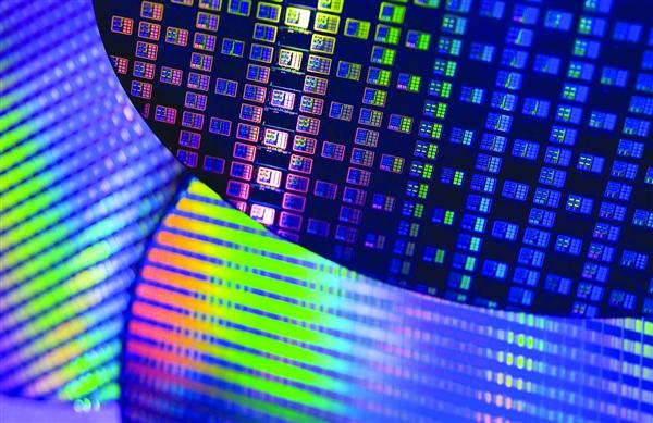 小米、华为哈勃同时入股微电子公司:经营半导体研发等