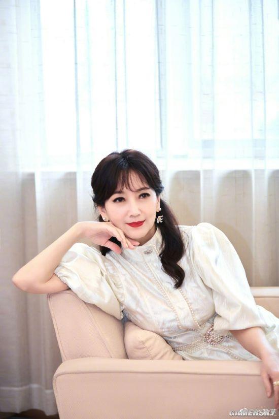 66岁赵雅芝晒最新写真 不老女神气质优雅