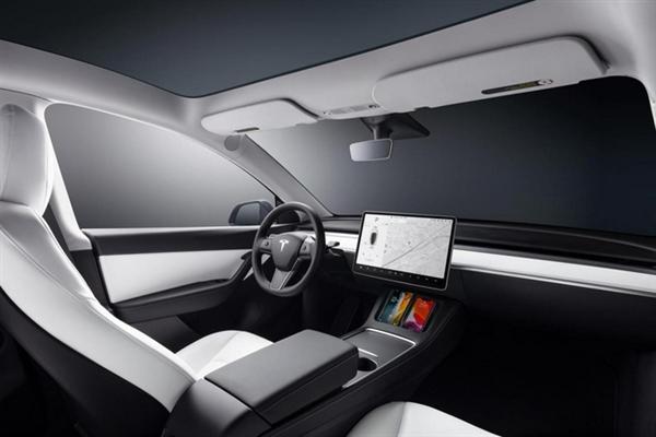 比人工驾驶安全300%!马斯克:未来或向其他品牌开放自动驾驶技术