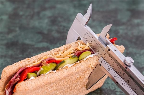 代餐食品市场火热 宣传玩文字游戏:消费者应理性购买 科学减肥