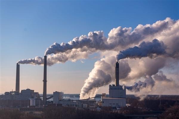 全球最大吸碳机投入使用 每年可抽取4000吨二氧化碳