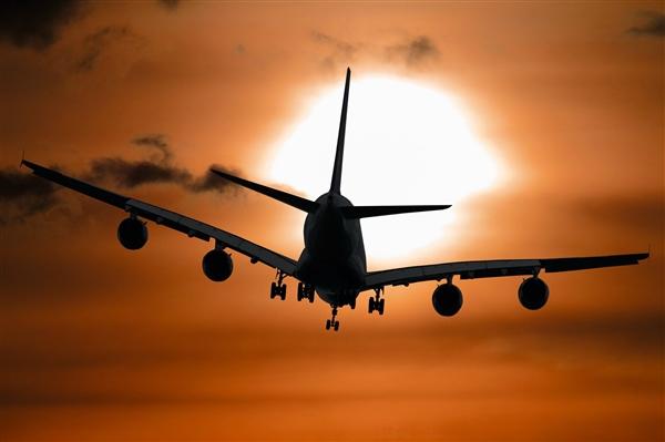 俄罗斯一飞机坠毁4人遇难:初步显示着陆操作错误或发动机故障