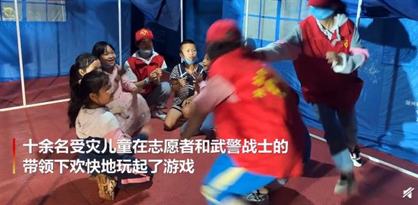 泸县地震安置点建起儿童乐园 减小孩子震后心理阴影:画面暖心