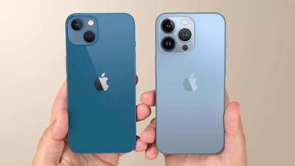 iPhone 13首发!三里屯Apple Store实拍:顾客冒雨大排长龙