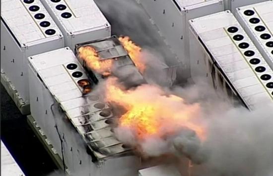 特斯拉最大储能电池火灾 连烧四天才熄灭!起火原因查明