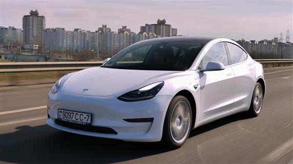 新能源车假期充电难:车主堵车害怕没电不敢开空调