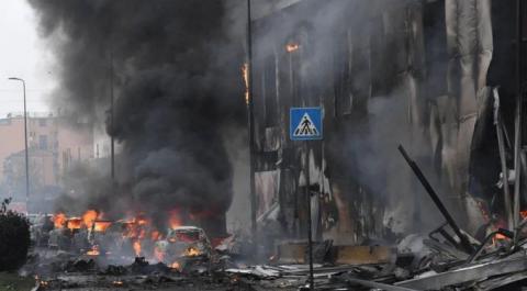亿万富翁驾飞机坠毁 机上8人全遇难:目击者称坠毁前已着火 飞机引擎关闭